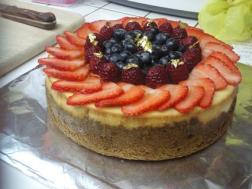Cheesecake with fresh fruit and graham cracker crust