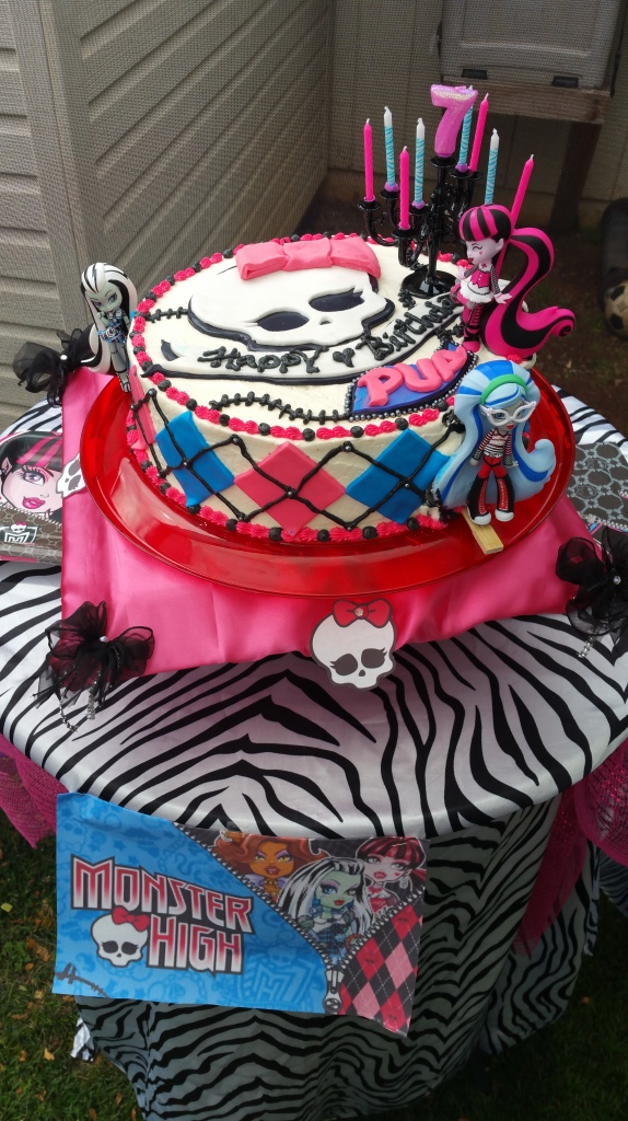 All Out cake table by Roxy