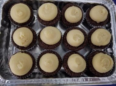 Mini Hau'oli Mac Nut Chantilly Brownies